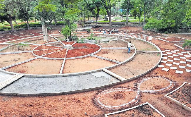 Special Garden Design By GHMC In Hyderabad - Sakshi