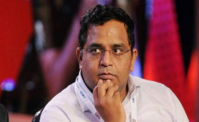 Paytm founder Vi Shekhar Sharma steps down as Paytm Financial Services director - Sakshi