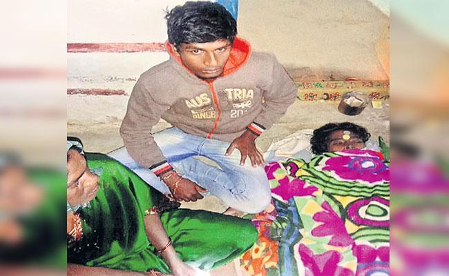 Boy Parents Died In Narayankhed - Sakshi