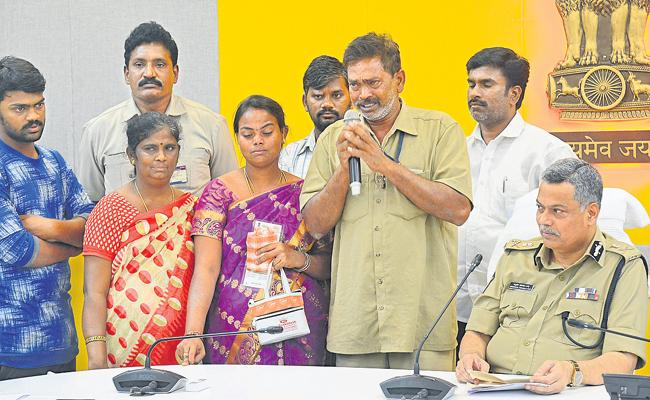 Father And Child Met After 12 Years With Spandana Program - Sakshi