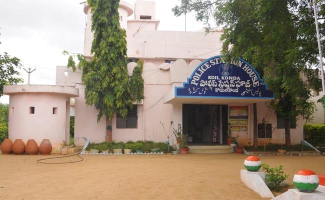 Koilkonda Police are Registering Every Complaint Online - Sakshi