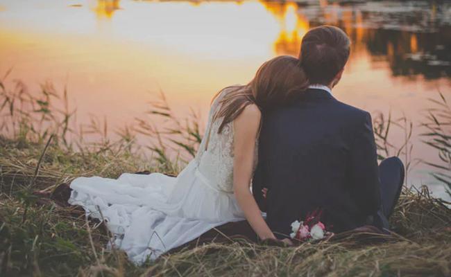 Madhya Pradesh Minister Backs Ban On Pre Wedding Shoot - Sakshi