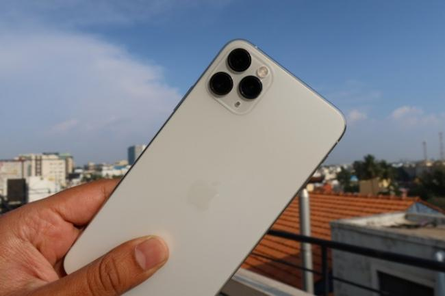 Man Orders IPhone Gets Fake Phone Instead - Sakshi