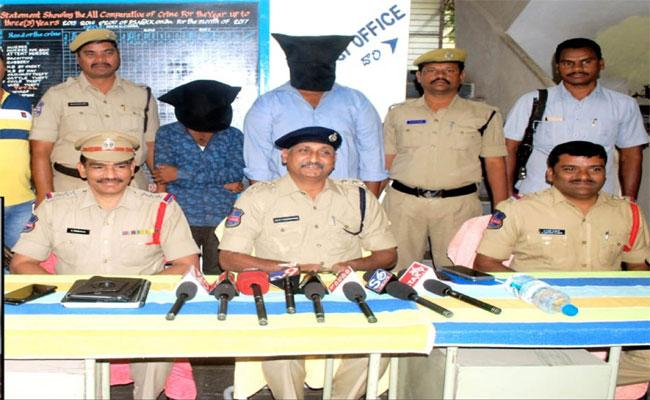 Cops Arrested Ganja Smugglers In Warangal Rural - Sakshi