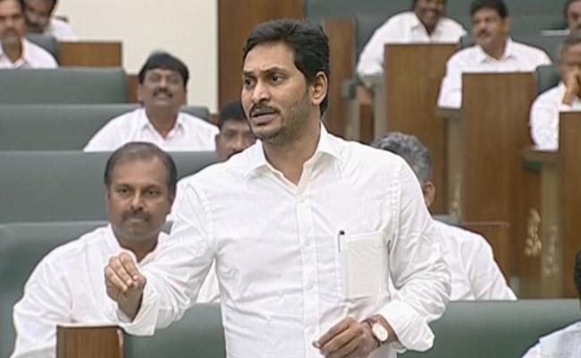 CM YS Jagan Mohan Reddy Slams Chandrababu Naidu Over English Medium - Sakshi