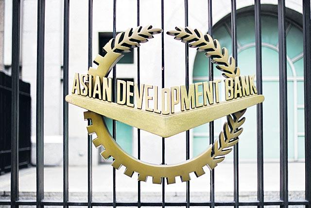 Asian Development Bank cuts Indias growth forecast for 2019-'20 to 5.1persant - Sakshi