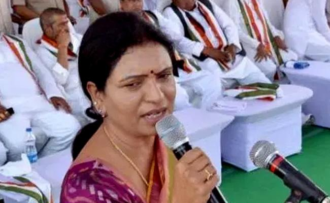 DK Aruna Hunger Strike Against Liquor Sales - Sakshi