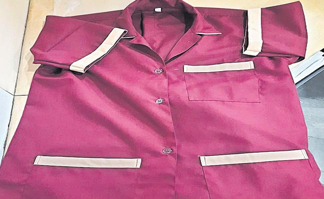 New Dress Code For Lady Conductor Soon In Telangana - Sakshi