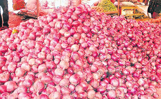 5 Quintals Of Onions Robbery At Miryalaguda - Sakshi