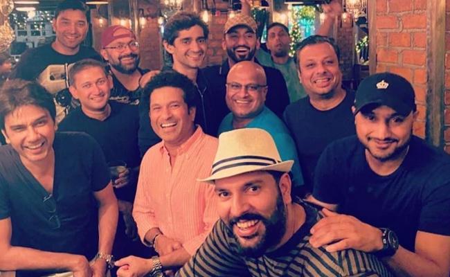 Yuvraj Celebrates 38th Birthday With Special Friends - Sakshi