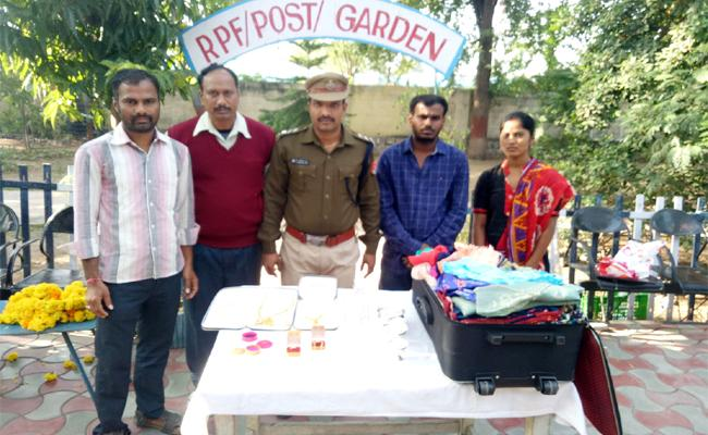 RPF Police Reveals Gold Jewellery Bag Missing Case Anantapur - Sakshi