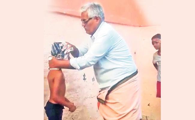 This Ideal Govt School Teacher Bathing Students in Chittoor District - Sakshi