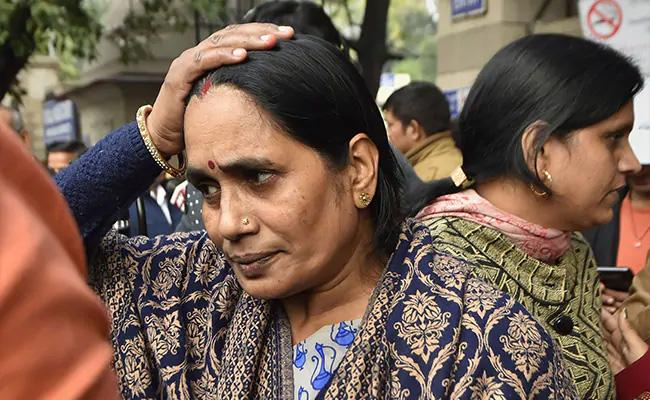 Nirbhaya Mother Wants Convicts Hanged On 16th December - Sakshi