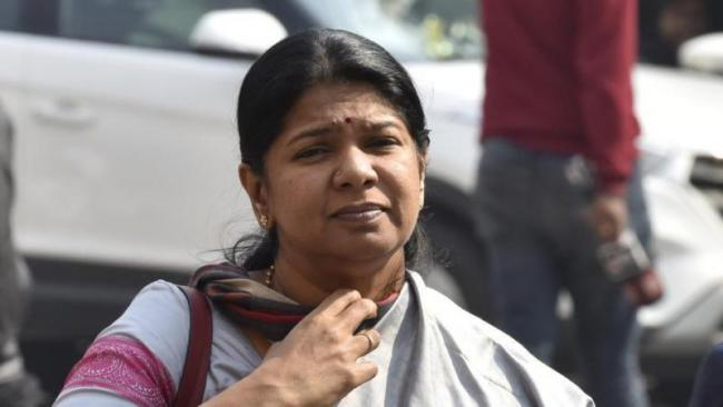 Kanimozhi Backs Rahul Over Make In India Remarks - Sakshi