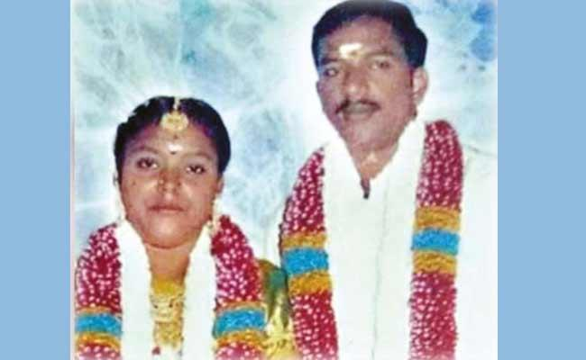 Couple Died After Lorry Ran Over Them In Tamil Nadu - Sakshi