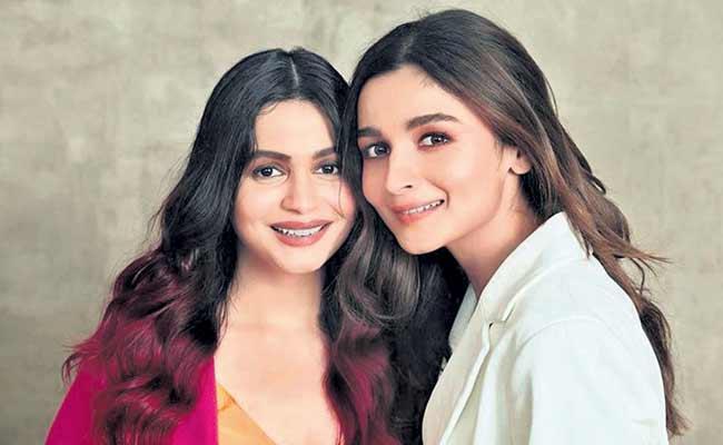 Alia Bhatt On sister Shaheen Bhatt Depression Its Impossible To Not Get Emotional - Sakshi