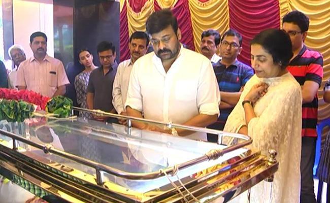 Gollapudi Maruthi Rao Dead Body Taken To His Home In Chennai - Sakshi