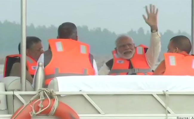 PM Modi Boat Ride In Ganga To Visit Namami Gange Project Works - Sakshi