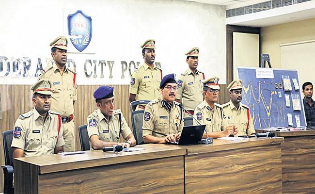 Minor Thiefs And Chain Snatchers Arrest in Hyderabad - Sakshi