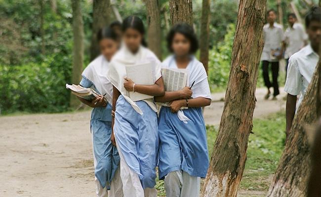 Child Marriage in Tamil nadu Girl Removed Mangalsutra - Sakshi