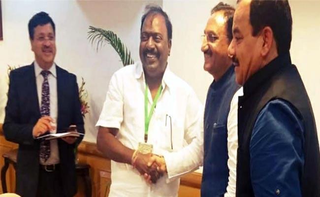 Tirupati MP Balli Durga Prasad Meet HRD Minister - Sakshi