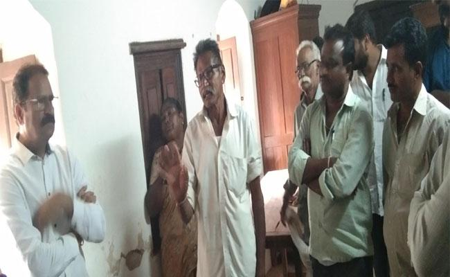 Man Escape With One Crore Rupees In Dharmapuri - Sakshi