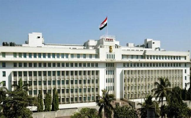 23 years Old Attempts Suicide At Maharashtra Secretariat - Sakshi