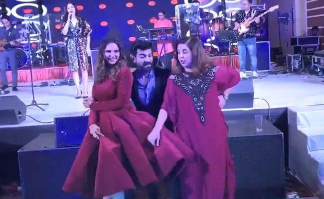 Ram Charan Dance With Farah Khan At Sania Sisters Wedding Reception - Sakshi