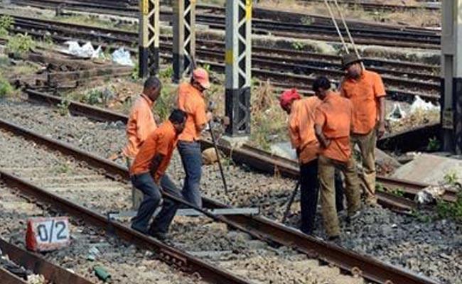 Railway Officers Facing Rail Welding Problems In Guntakal - Sakshi