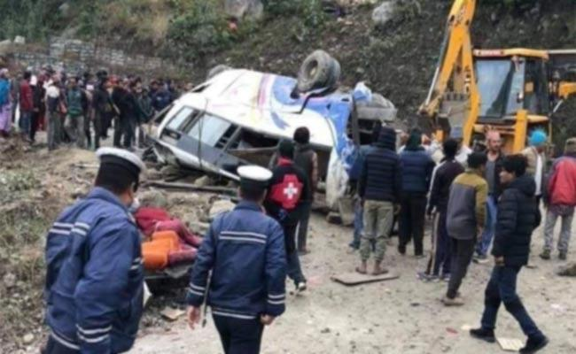 14 killed, dozens injured in Nepal bus accident - Sakshi