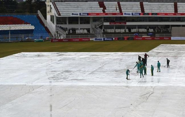 Fourth day of Pakistan-Sri Lanka Test abandoned due to wet outfield - Sakshi