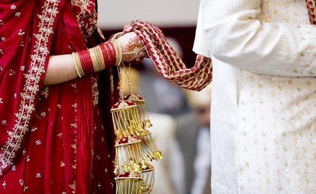 Bride Drugs Family Runs Away With Money And Jewellery In Uttar Pradesh - Sakshi