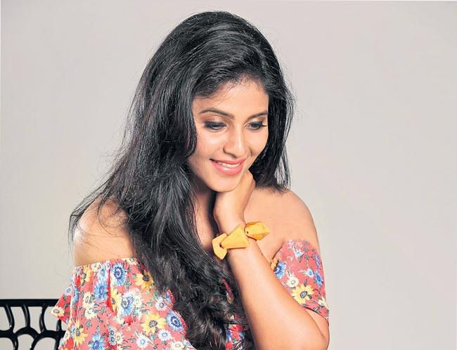 Anjali and Pawan Kalyans to act in Pink remake - Sakshi