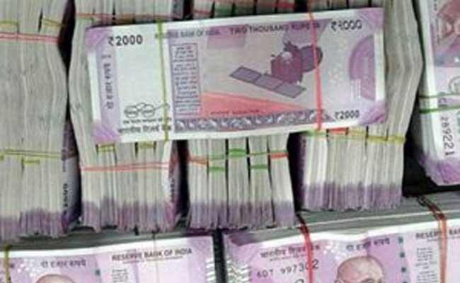 Money Robbery At Mangalagiri - Sakshi