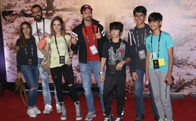 U2 Mumbai Concert Hrithik Roshan With His Ex Wife Have A Blast - Sakshi