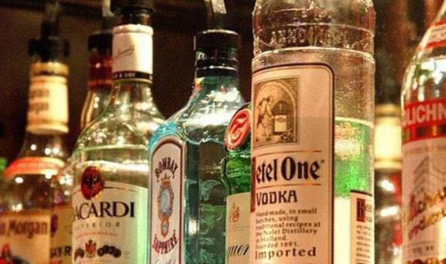 CM YS Jagan Mohan Reddy Says Alcohol ban Andhra Pradesh in three Phases - Sakshi