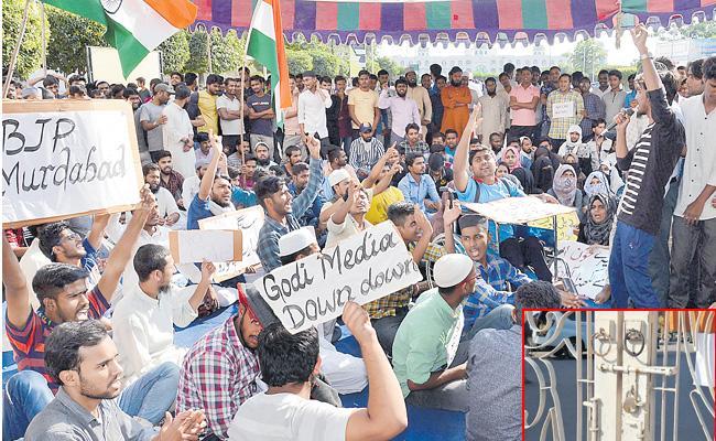 Maulana Azad University Students Protest Against CAA In Hyderabad - Sakshi