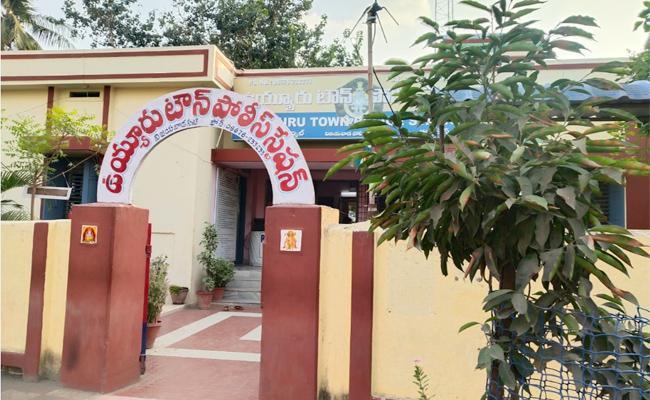 CI Vs SI in Uyyuru Police Station Krishna - Sakshi