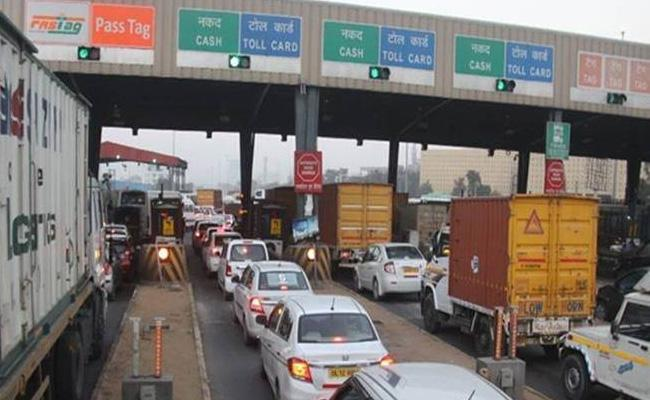 NHAI Members Discussed About To Control Traffic At Toll Gate - Sakshi