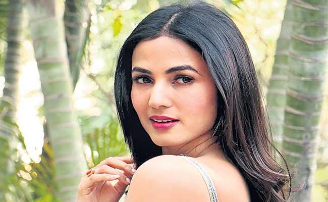 Trouble With The Industry Is The Same Says Sonal Chauhan - Sakshi