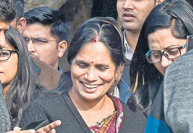 Supreme Court rejects plea to review death penalty in Nirbhaya case - Sakshi