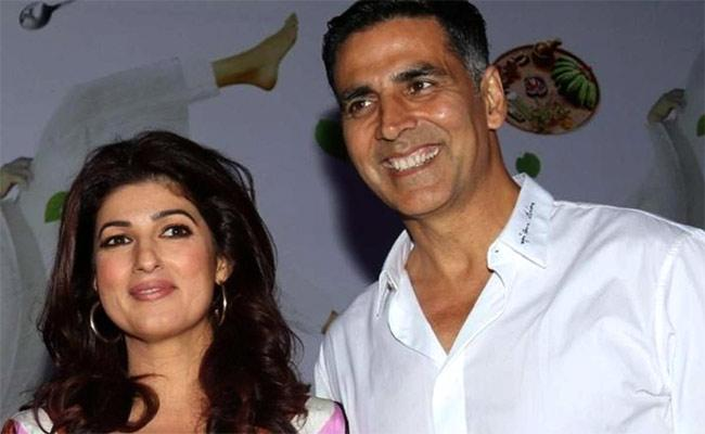 Twinkle writes very well, I don't even read, Says Akshay Kumar - Sakshi
