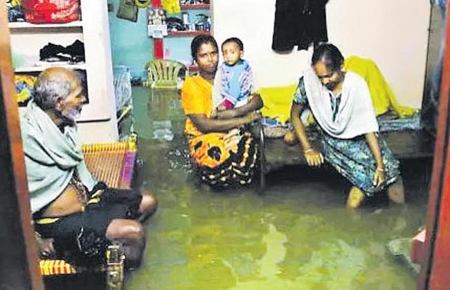 Heavy rains in Tamil Nadu ten people death - Sakshi