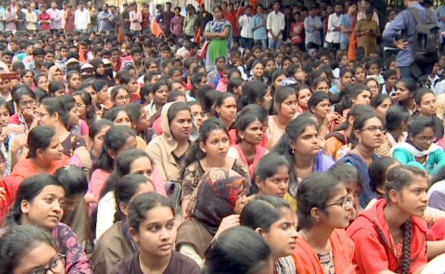 Disha Case: ABVP Leaders Fires On KCR - Sakshi