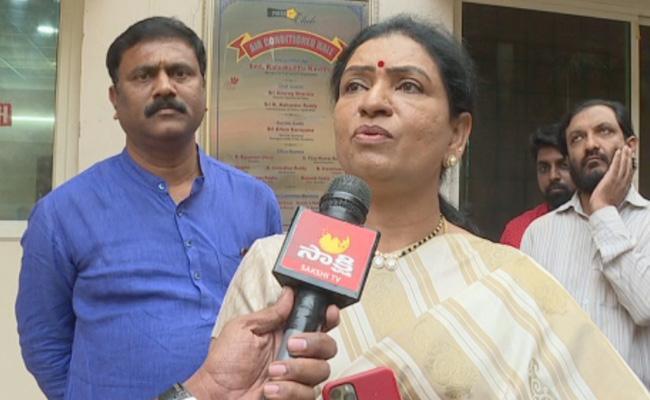 DK Aruna Press Meet In Somajiguda Over Disha Case  - Sakshi