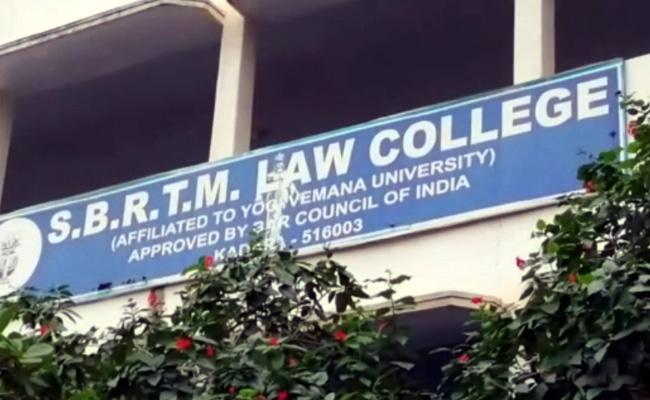 Vigilance Officials Raid On TDP Leader Law College In Kadapa - Sakshi