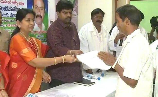Taneti Vanitha Started YSR AArogyasri Aasara Scheme In Eluru - Sakshi