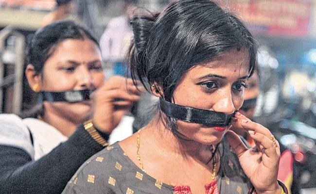 Protest In The Direction Of The Stage About Priyanka Case - Sakshi