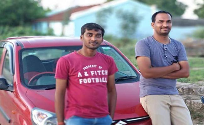 Two Friends Died In Road Accident At Chityala - Sakshi