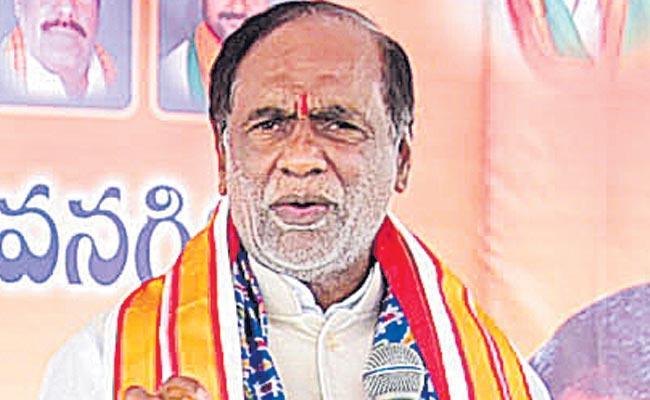 TS BJP President Laxman Slams TRS Govt Over New Liquor Policy - Sakshi
